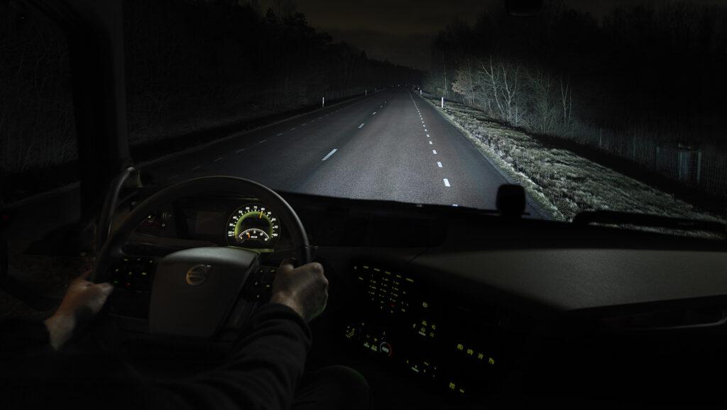 нощно каране на камион